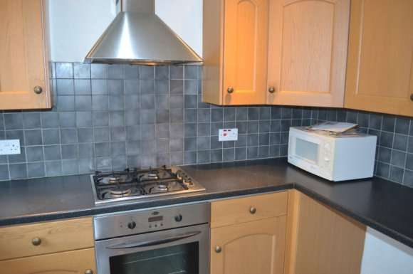3 Bedrooms Flat for rent in Firbank Road, Perth, PH1