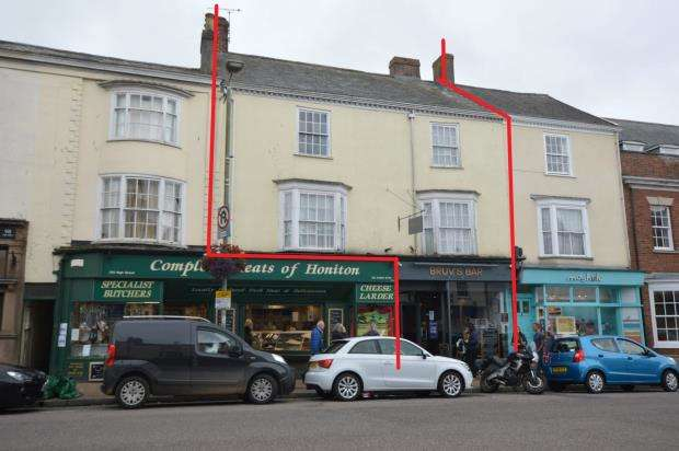5 Bedrooms Maisonette Flat for sale in High Street, Honiton