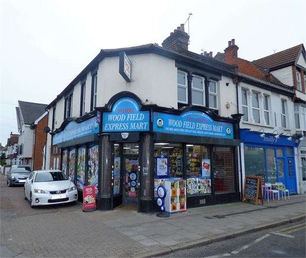 2 Bedrooms Apartment Flat for rent in Leigh Road, Leigh on sea, Leigh on sea, SS9 1BY