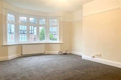 2 Bedrooms Maisonette Flat for rent in Loughton, IG10
