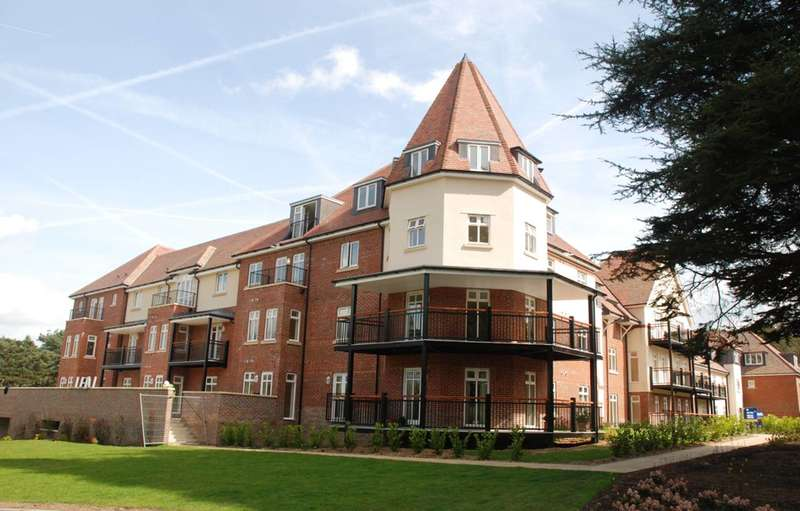 2 Bedrooms Flat for rent in Tilford Road, Hindhead, GU26