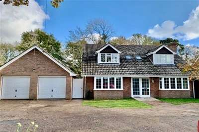 4 Bedrooms Cottage House for rent in Holly Lodge, East Boldre