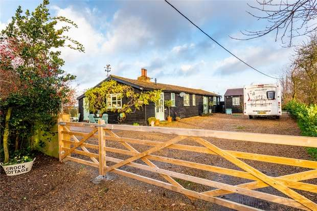 3 Bedrooms Detached Bungalow for sale in Keycol Hill, Newington, SITTINGBOURNE, Kent