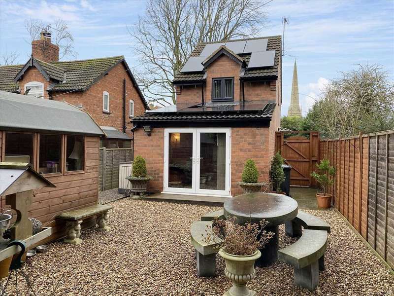 2 Bedrooms Detached House for sale in Old Lincoln Road, Caythorpe