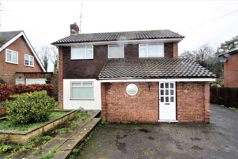 4 Bedrooms Detached House for rent in Pondtail Road, Horsham, RH12