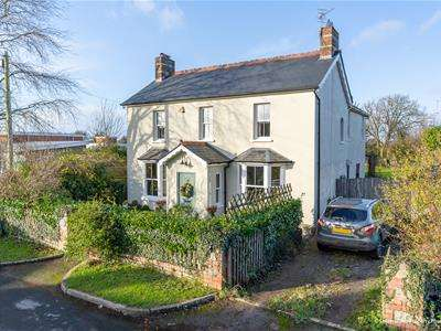 5 Bedrooms Detached House for sale in St. Nicholas, Cardiff