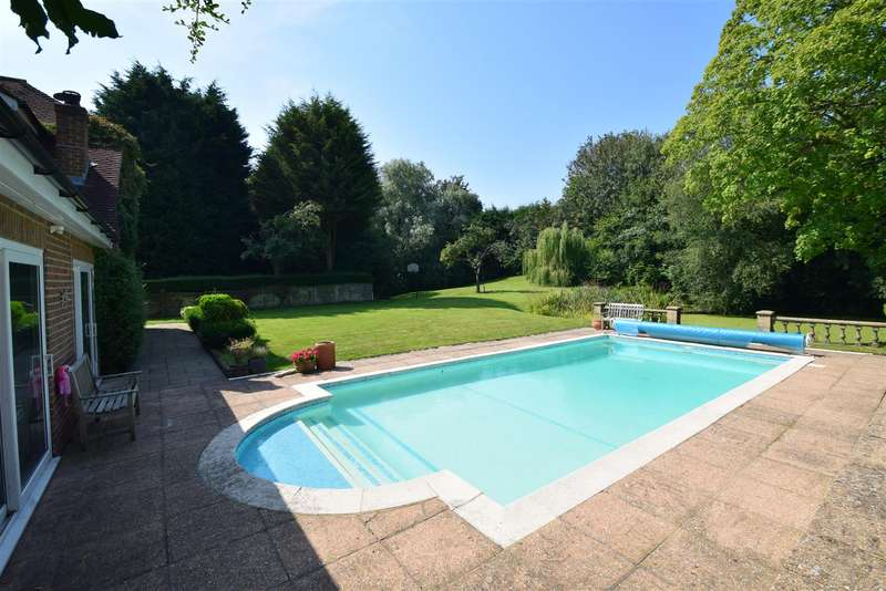 5 Bedrooms Detached House for sale in Beauharrow Road, St. Leonards-On-Sea