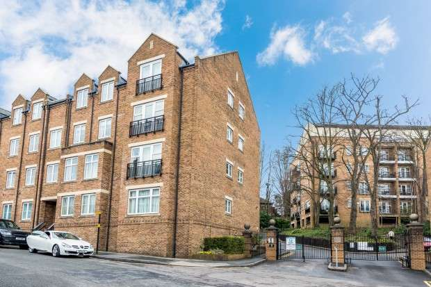 2 Bedrooms Apartment Flat for rent in Caversham Place, Sutton Coldfield, B73