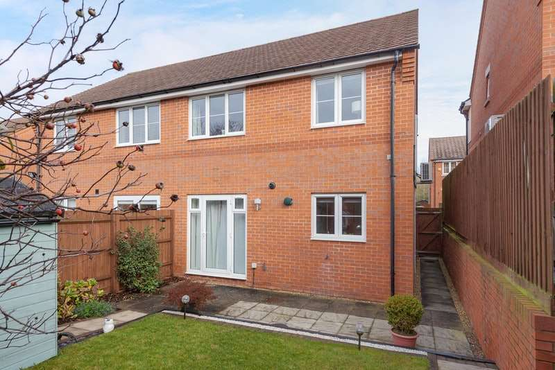 3 Bedrooms Semi Detached House for sale in Maple Close, Greenfield, Bedford, Bedfordshire, MK45