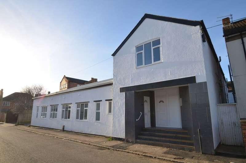 2 Bedrooms Flat for rent in Tresham Street, Kettering, NN16