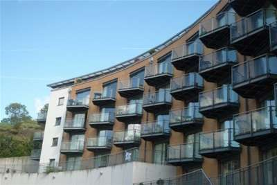 2 Bedrooms Flat for rent in The Eye