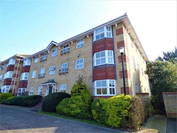 1 Bedroom Flat for sale in The Rowans, Leigh on sea, Leigh on sea, SS9 4ED