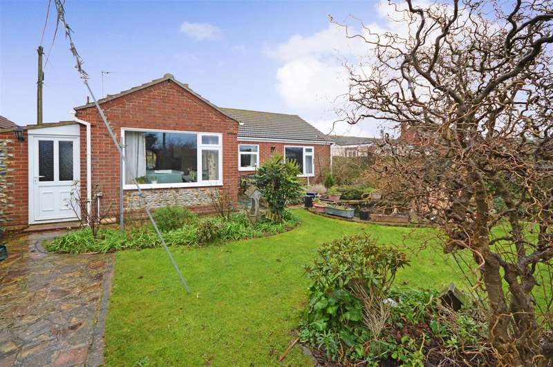 3 Bedrooms Detached Bungalow for sale in Eccles-On-Sea, NR12