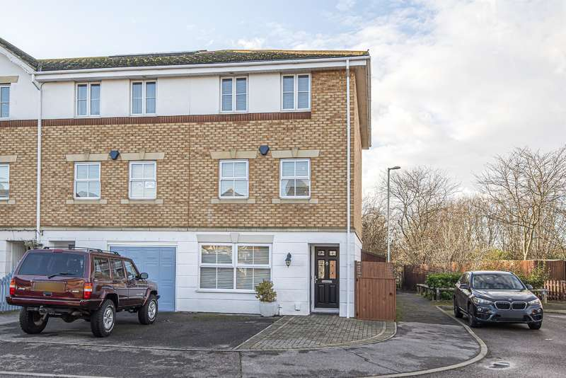4 Bedrooms End Of Terrace House for sale in Bancroft Chase, Hornchurch, RM12 4DP