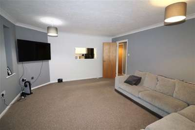 2 Bedrooms Flat for rent in Forest Glade, Langdon Hills