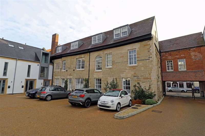 2 Bedrooms Flat for sale in Jury Place, Warwick, CV34