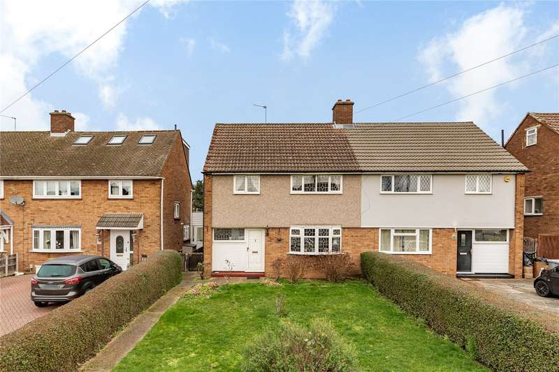 3 Bedrooms Semi Detached House for sale in Cumberland Avenue, Hornchurch, RM12