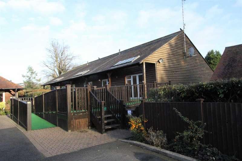 2 Bedrooms Property for sale in Broad Oak Lane, Hertford
