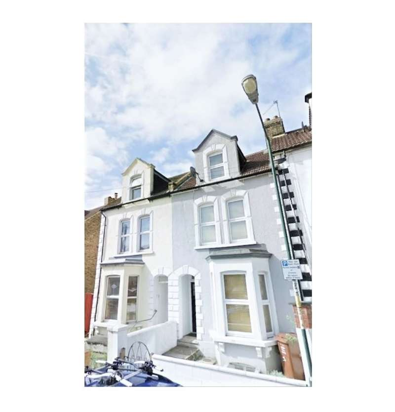 3 Bedrooms Terraced House for rent in Grove Road, Rochester