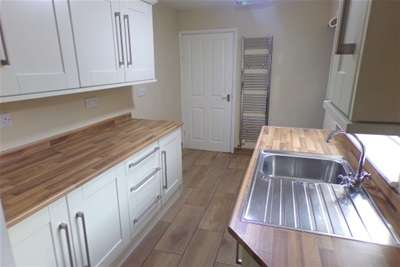2 Bedrooms House for rent in Church Road