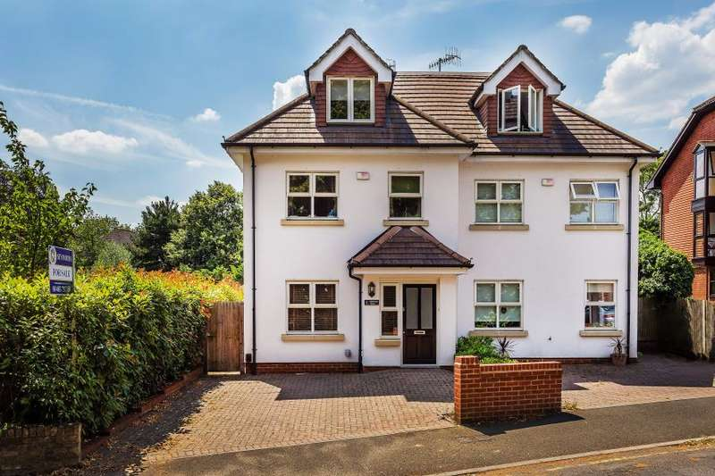 4 Bedrooms Semi Detached House for rent in Woking