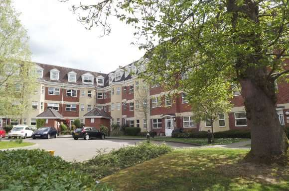2 Bedrooms Apartment Flat for rent in Elmhurst Court, Camberley, GU15