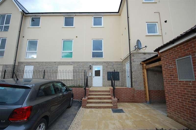 2 Bedrooms Flat for rent in Greenfield Road, Keynsham, Bristol, BS31