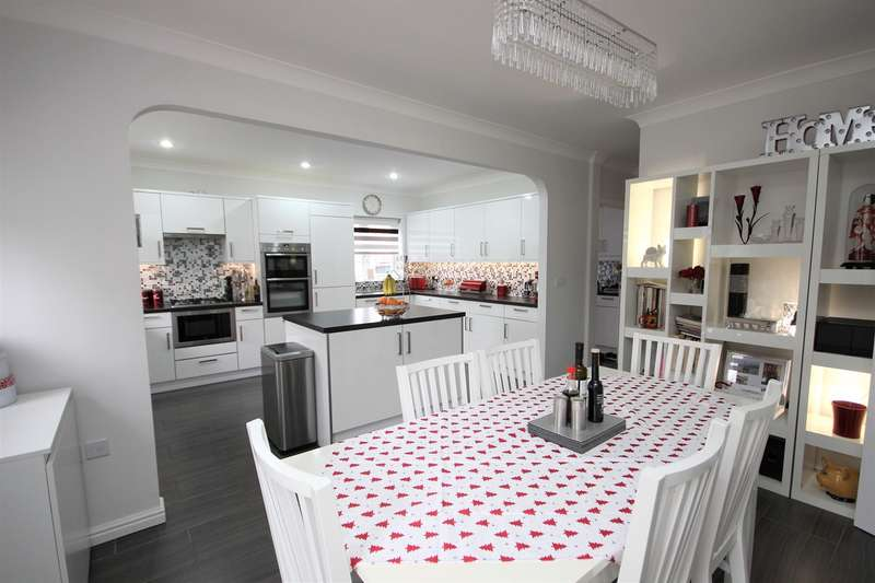 5 Bedrooms Detached House for sale in Duck End Close, Houghton Conquest, Bedfordshire, MK45