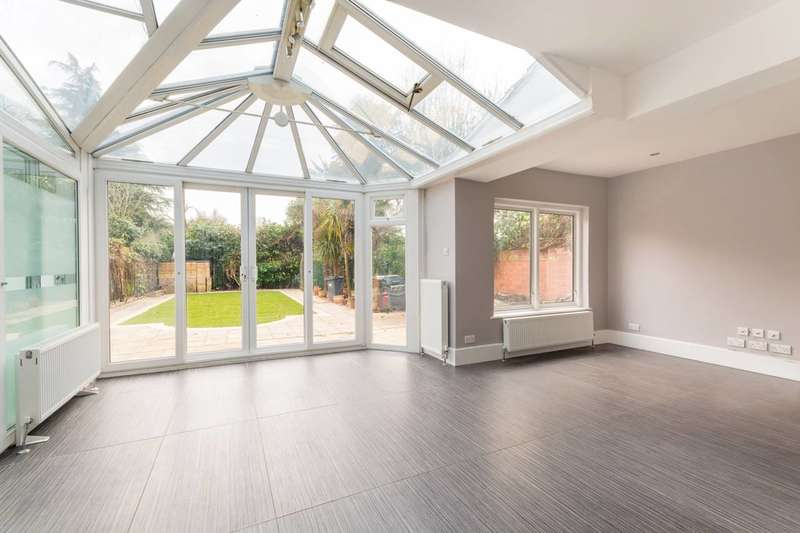 4 Bedrooms House for rent in Park Road, Grove Park, W4