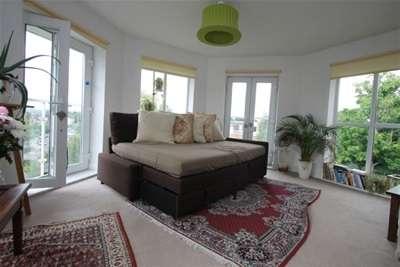 2 Bedrooms Flat for rent in Oakwood Avenue, Beckenham, BR3