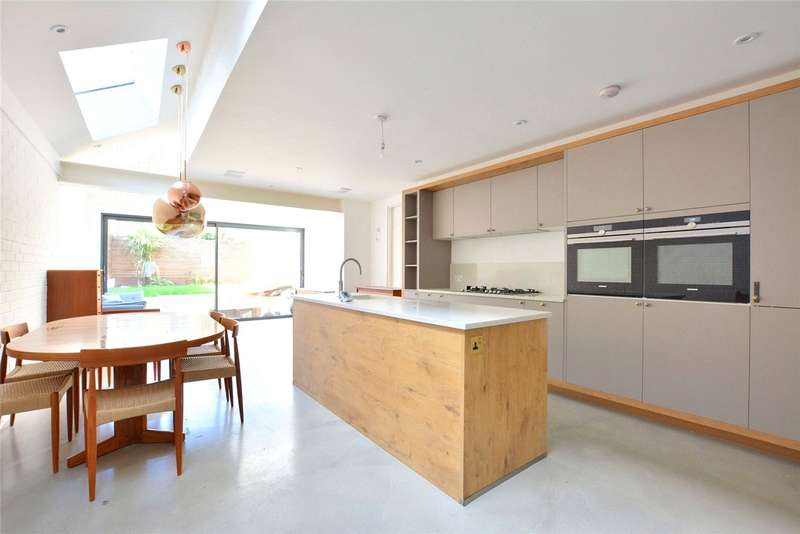 3 Bedrooms Terraced House for sale in Lochaber Road, Hither Green, London, SE13