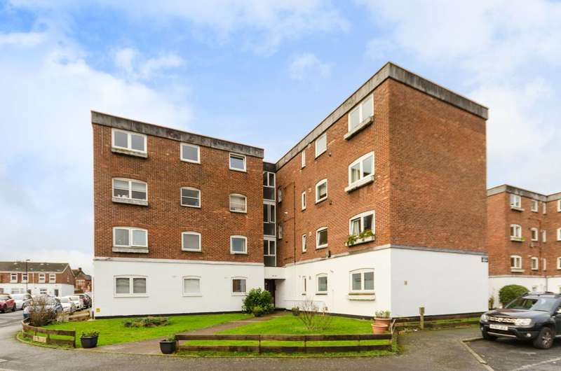 2 Bedrooms Flat for sale in St Lukes Close, South Norwood, SE25