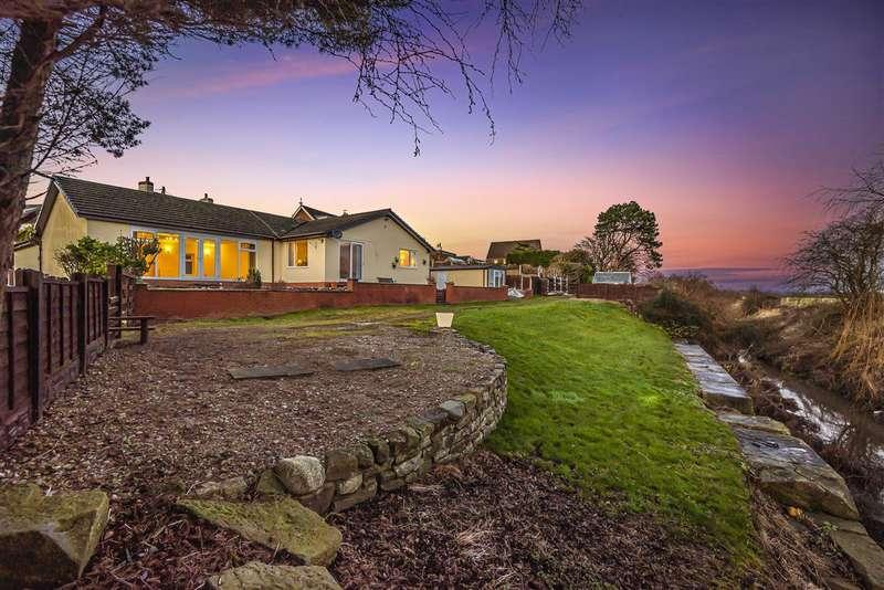 5 Bedrooms Bungalow for sale in Dow Edge, Poolside, Preston Old Road, Preston