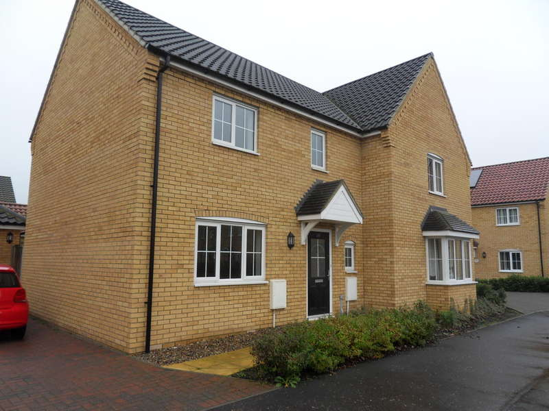 3 Bedrooms Semi Detached House for rent in HARLESTON