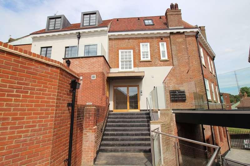 2 Bedrooms Flat for rent in Salisbury Square, Hatfield, Hertfordshire, AL9