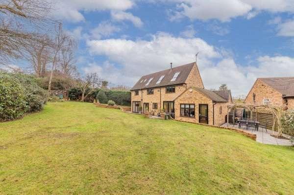 5 Bedrooms Detached House for sale in Bakers Wood, Denham, Uxbridge