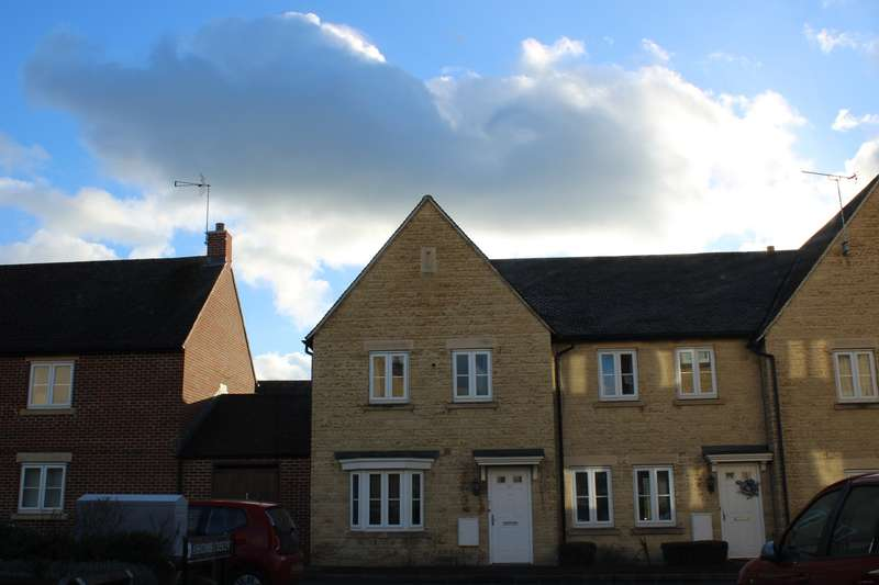 3 Bedrooms Terraced House for rent in Collier Crescent, Witney, Oxfordshire