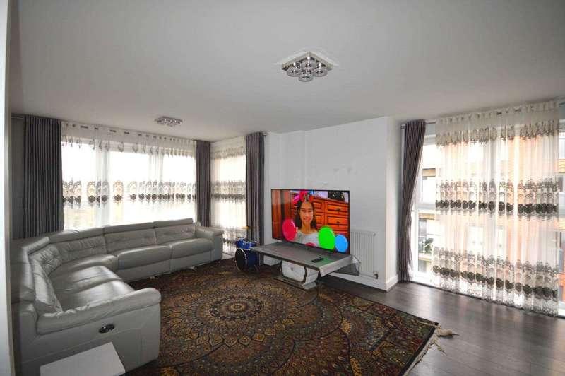3 Bedrooms Apartment Flat for sale in Dean Path, Dagenham