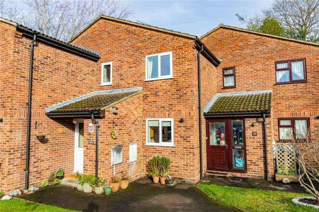 2 Bedrooms Terraced House for sale in Ilex Close, Yateley, Hampshire