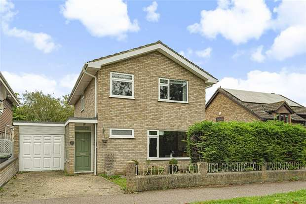 4 Bedrooms Detached House for sale in Hartop Close, Bedford