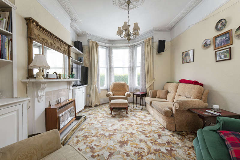 4 Bedrooms Terraced House for sale in Leathwaite Road, London