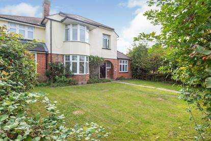 6 Bedrooms Detached House for sale in Rise Park, Romford, Havering