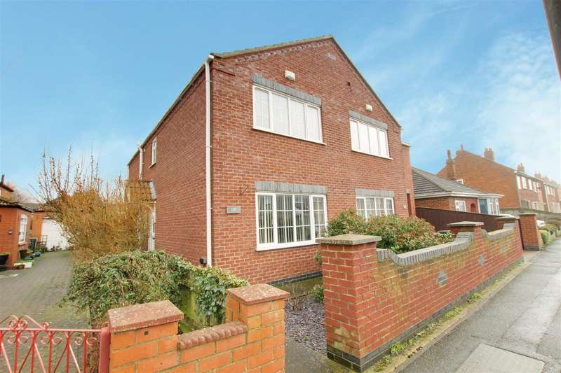 2 Bedrooms Semi Detached House for sale in Alexandra Road, Mablethorpe