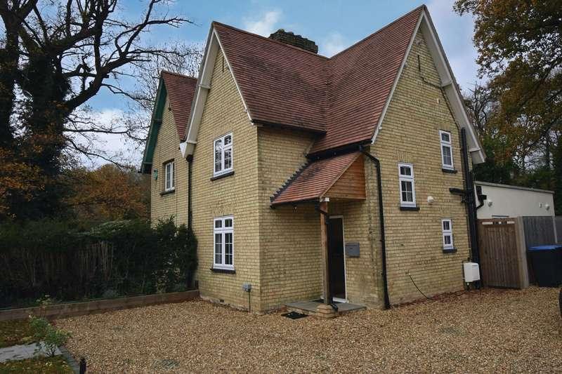 2 Bedrooms Semi Detached House for sale in Bridge Road, Welwyn Garden City, AL8