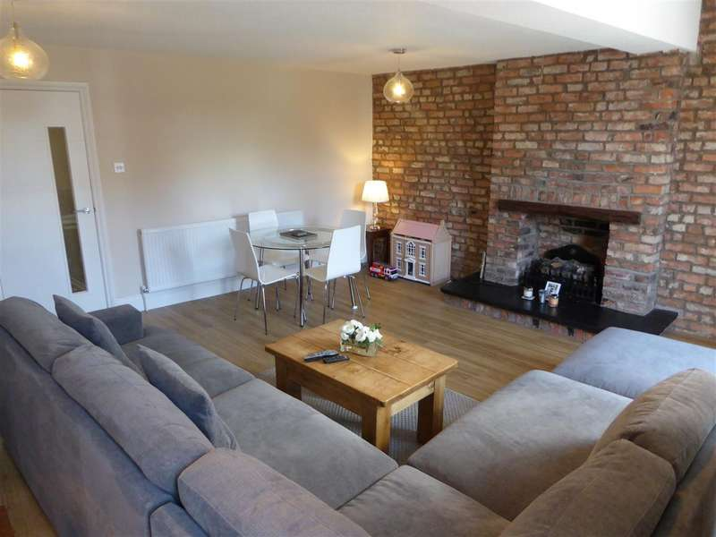 2 Bedrooms Flat for rent in Beech Road, Chorlton, Manchester