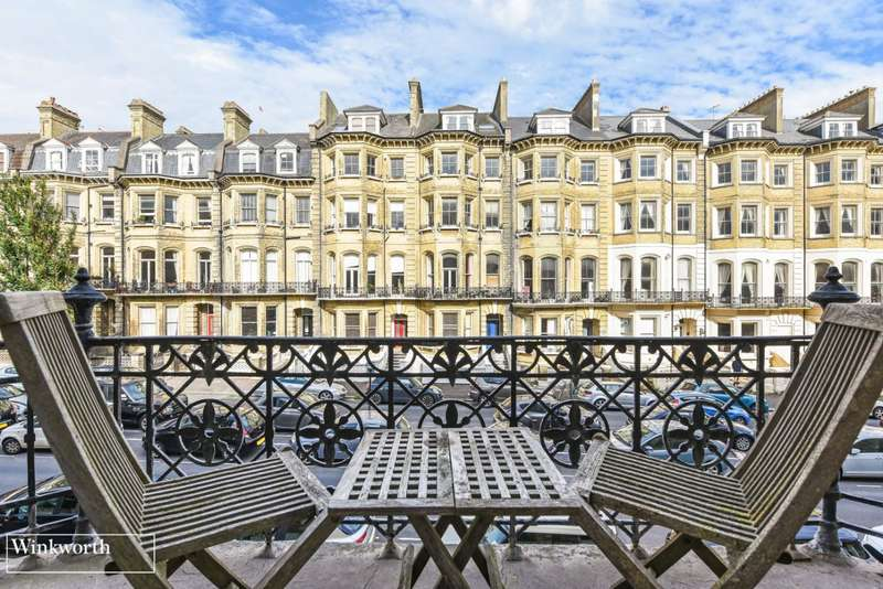 3 Bedrooms Flat for sale in Princes Court, 11 First Avenue, Hove, East Sussex, BN3