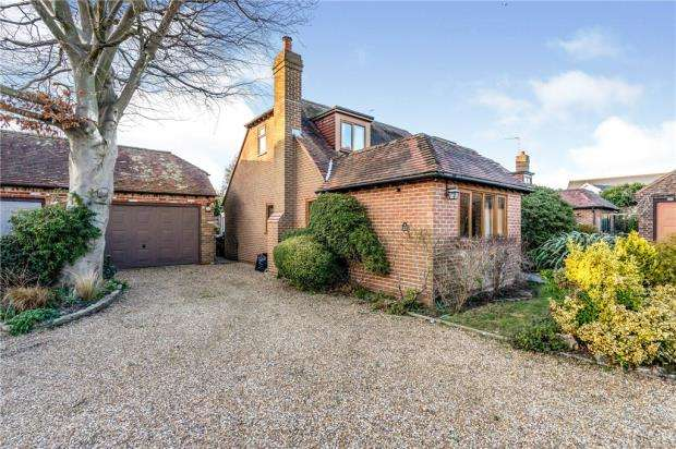 3 Bedrooms Detached House for sale in Brent Court, Emsworth, Hampshire