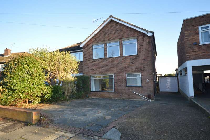 3 Bedrooms Semi Detached House for rent in Forth Road, Upminster, RM14