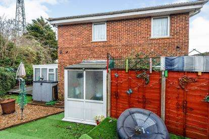 2 Bedrooms End Of Terrace House for sale in Wolston Close, Luton, Bedfordshire, England