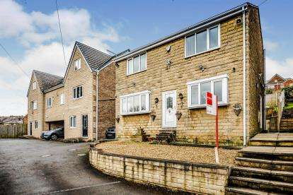 3 Bedrooms Detached House for sale in Upper Croft Road, Batley, Wakefield, West Yorkshire